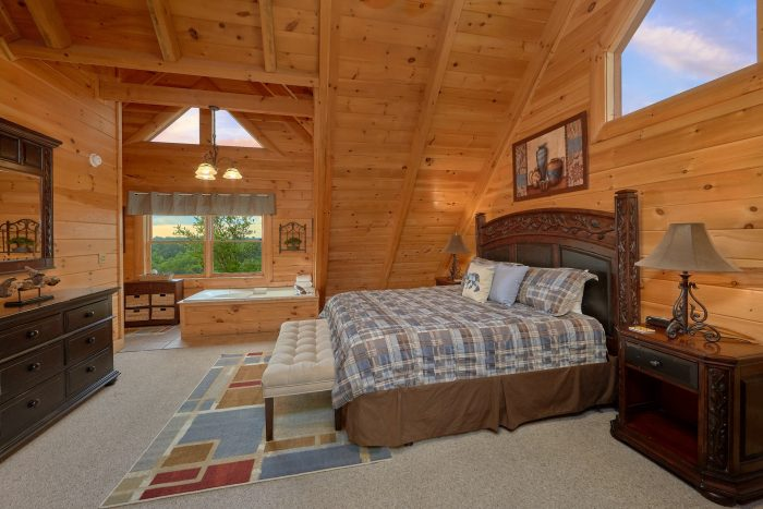 Pigeon Forge 4 Bedroom Cabin with King Bed - Bearly Rustic