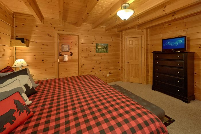 King Bedroom with Flatscreen TV - Bearly Rustic