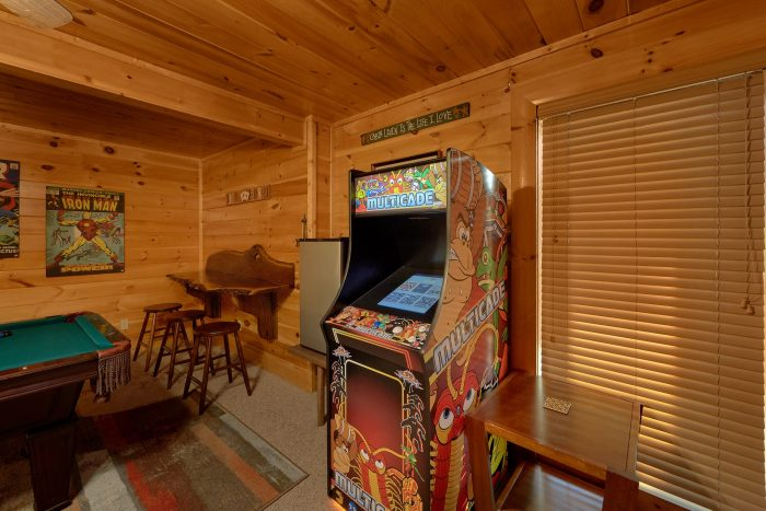Pigeon Forge 4 Bedroom Cabin with Arcade Game - Bearly Rustic