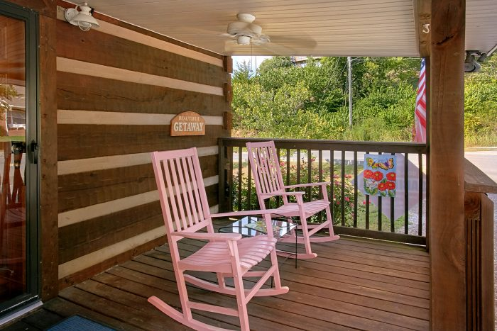 Relaxing Rocking Chairs 2 Bedroom Cabin Sleeps 6 - Beautiful Getaway