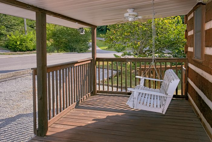 Relaxing Swing 2 Bedroom Cabin Sleeps 6 - Beautiful Getaway