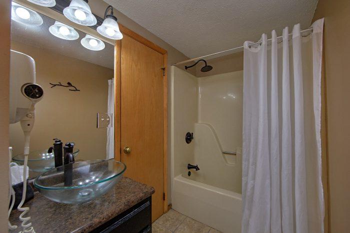 2 Bedroom Cabin with 2 Full Bath Rooms - Bella Casa