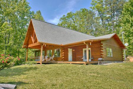 Bear Kisses: 3 Bedroom Gatlinburg Cabin Rental