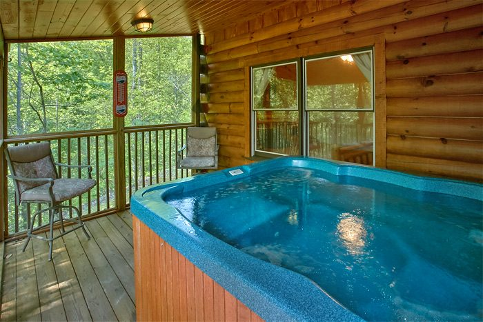 rental room big floor in cabin living cabins main a lodge bear gatlinburg
