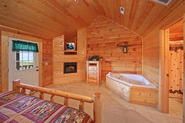 Master Suite with Jacuzzi - Big Bear Lodge