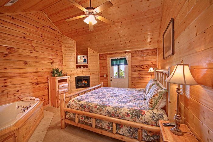 King Bedroom with Fireplace and Jacuzzi - Big Bear Lodge