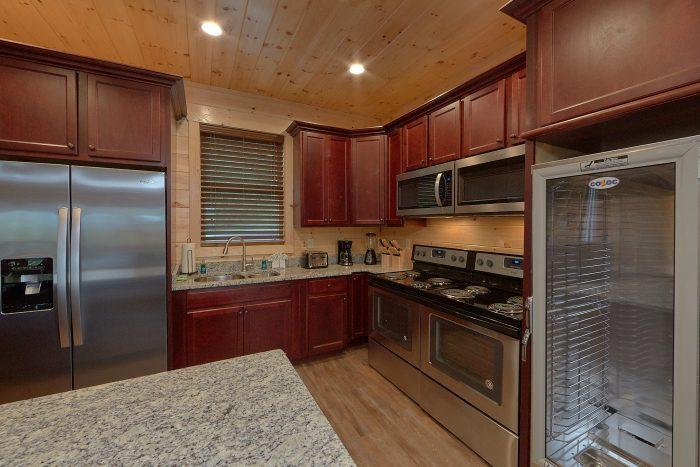 Spectacular Views 16 Bedroom Cabin Sleeps 66 - Big Vista Lodge