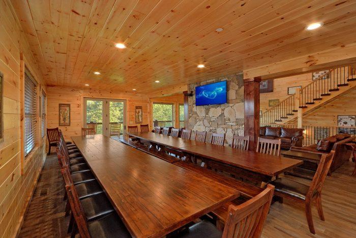 16 Bedroom Cabin Sleeps 66 with Spectacular View - Big Vista Lodge