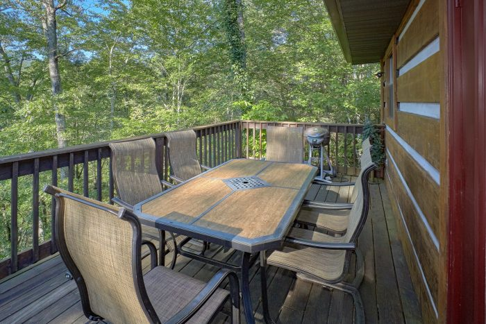2 Bedroom Cabin with Lots of Outdoor Space - Blessed Memories