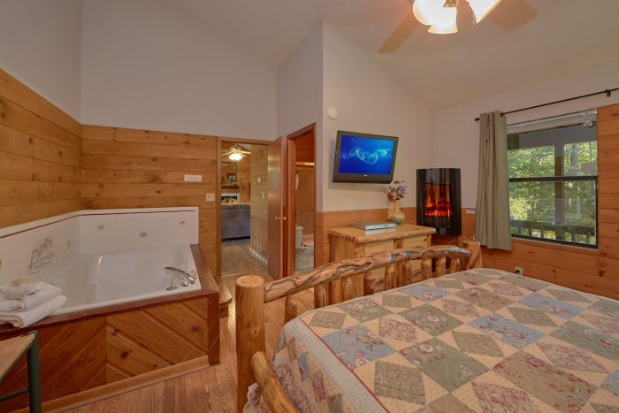 Spacious Master Bedroom with Jacuzzi Tub - Blessed Memories