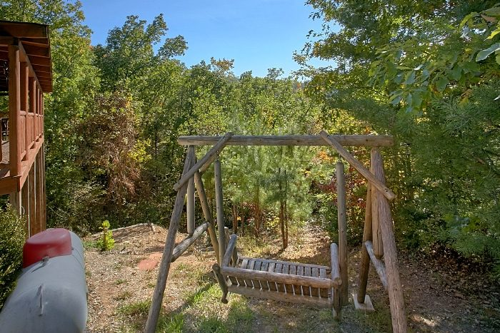 Gatlinburg Cabin with Porch Swing and View - BlueBaery Hill