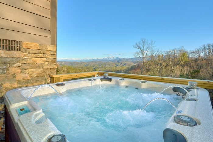 5 Bedroom cabin with Fire Pit, Hot Tub and Views - Bluff Mountain Lodge