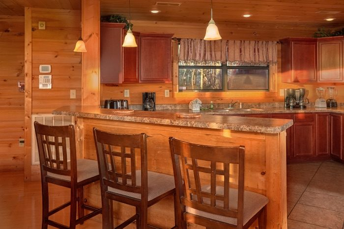 Luxury 5 Bedroom Cabin with Spacious Kitchen - Breathtaker