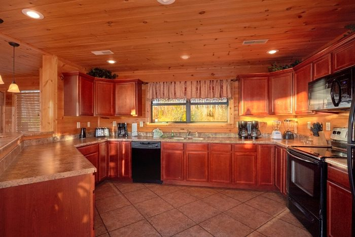 Luxurious Kitchen in 5 Bedroom Cabin - Breathtaker