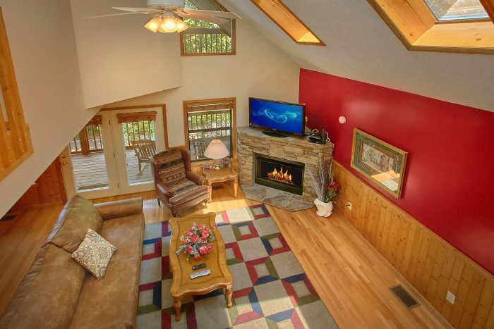 Cabin with Large Living Room and TV - Brentwood