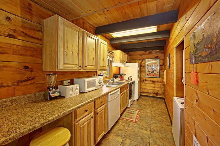 Gatlinburg Cabin with Fully Furnished Kitchen - Caliente Cabin