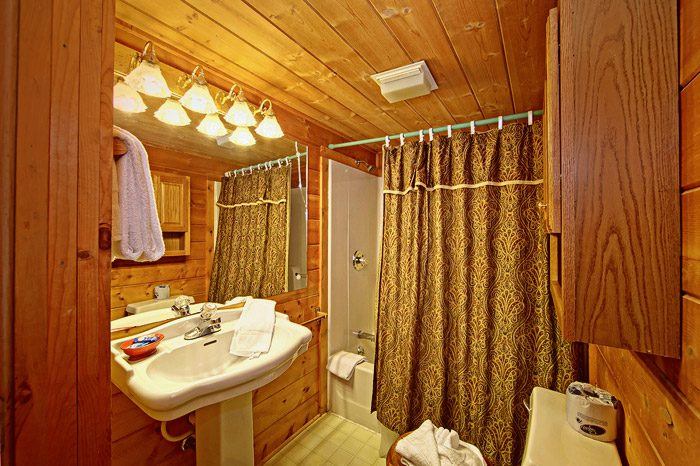 Cabin with Bathroom Featuring Shower and Tub - Caliente Cabin