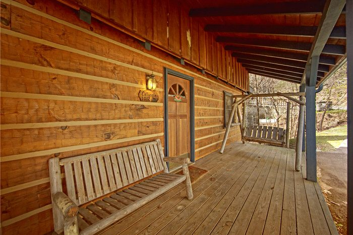 Gatlinburg Cabin Deck with comfy Seating - Caliente Cabin
