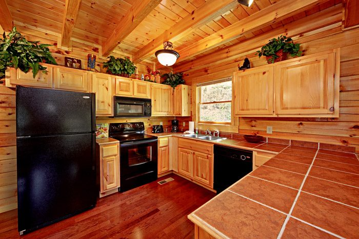 Spacious Fully Equipped Kitchen - Campbells Cabin