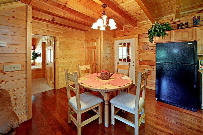 Cabin with Dining Table - Campbells Cabin