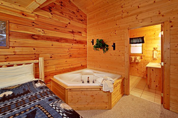King Master Suite with Jacuzzi - Campbells Cabin