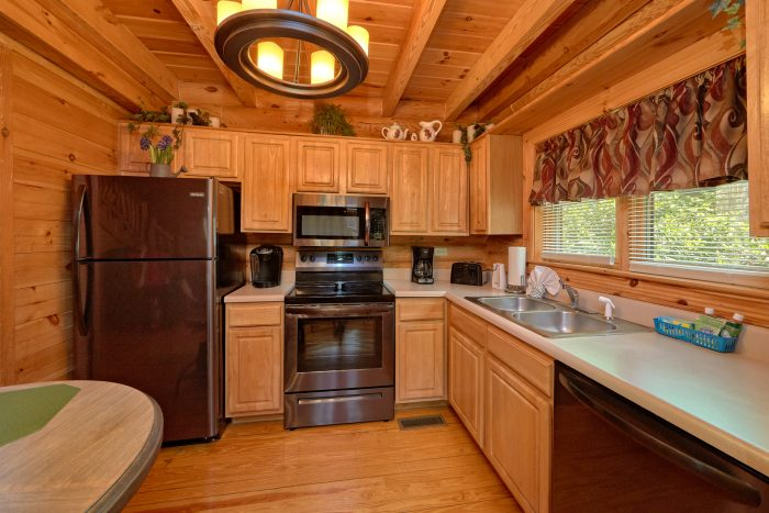 2 Bedroom cabin with Picnic area and pool - Candle Light Cabin