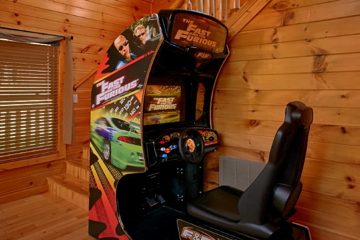 2 Bedroom Cabin with Arcade Games and Game Room - Can't Bear To Leave