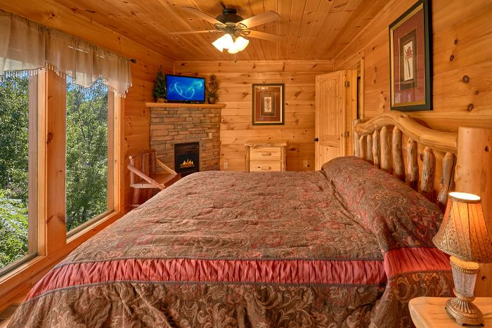 Cabin with King Master Suite and Fireplace - Can't Bear To Leave