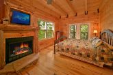 Cabin with King Suite and fireplace