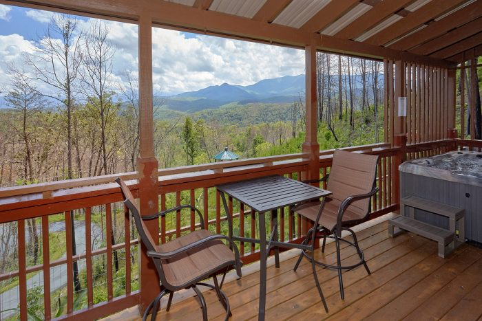 2 Bedroom Cabin with Mountain Views from deck - Charming Charlie's Cabin