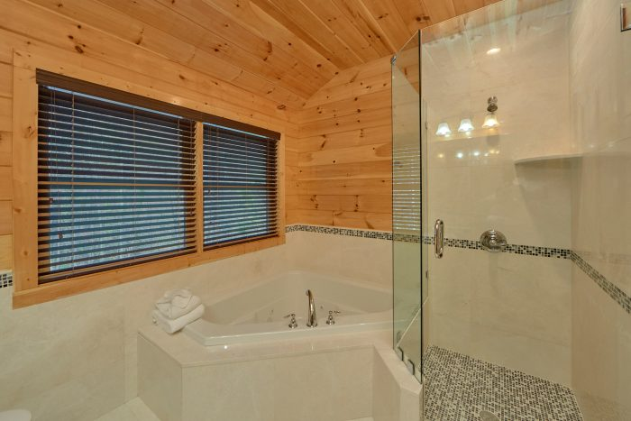 2 Bedroom Cabin with Luxurious Master Bathroom - Charming Charlie's Cabin