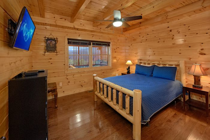 Gatlinburg Cabin with King and Queen Bedrooms - Charming Charlie's Cabin