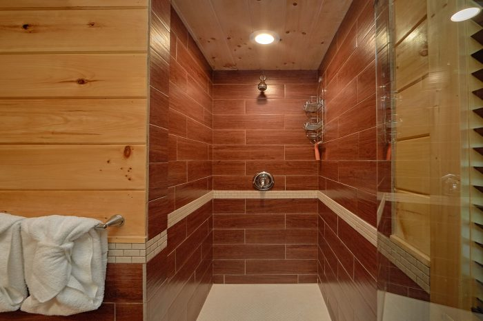 2 Bedroom Cabin with 2 Master Bathrooms - Charming Charlie's Cabin