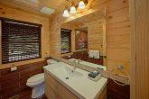 Gatlinburg Cabin with 2 bedrooms and 2 bathrooms
