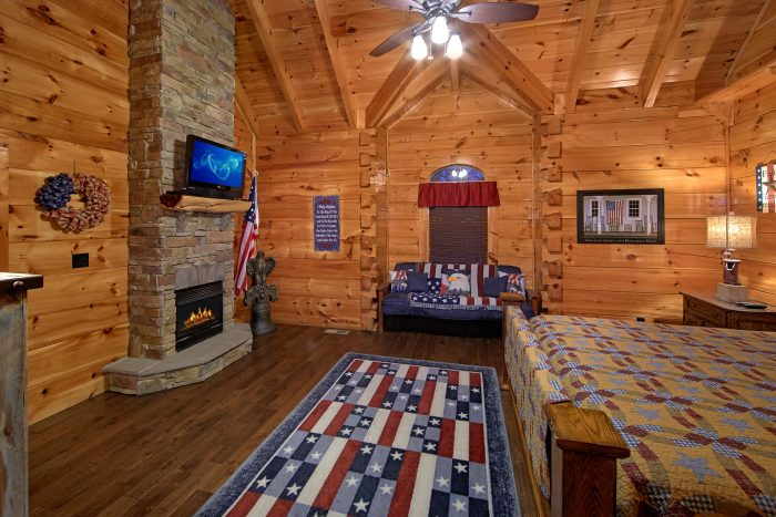 Luxury King Suite with Fireplace and TV - Alpine Mountain Lodge