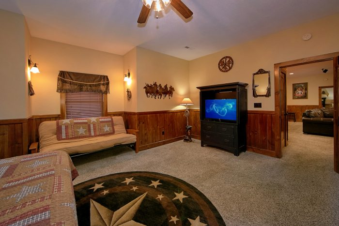 King Master Suite with Futon, TV and Bathroom - Chateau Relaxeau