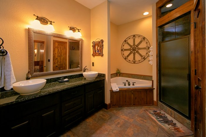 Luxury Cabin with 4 Jacuzzi Tubs in Bathrooms - Chateau Relaxeau