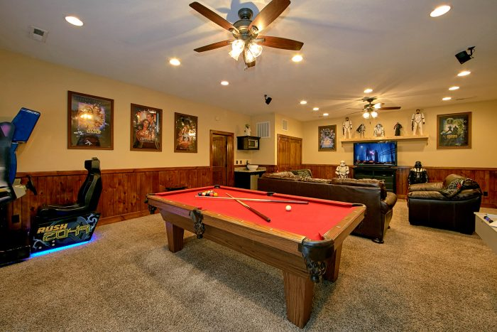 Cabin with Pool Table and Race Car Arcade Games - Chateau Relaxeau