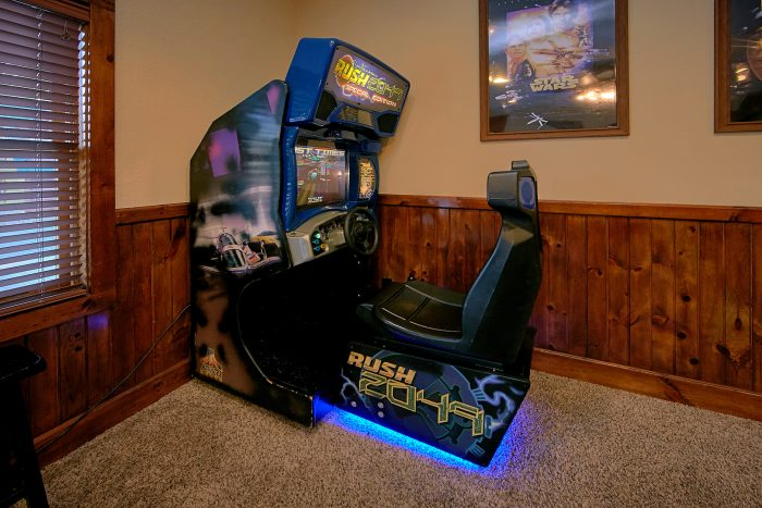 6 Bedroom Cabin with Car Racing Arcade Game - Alpine Mountain Lodge