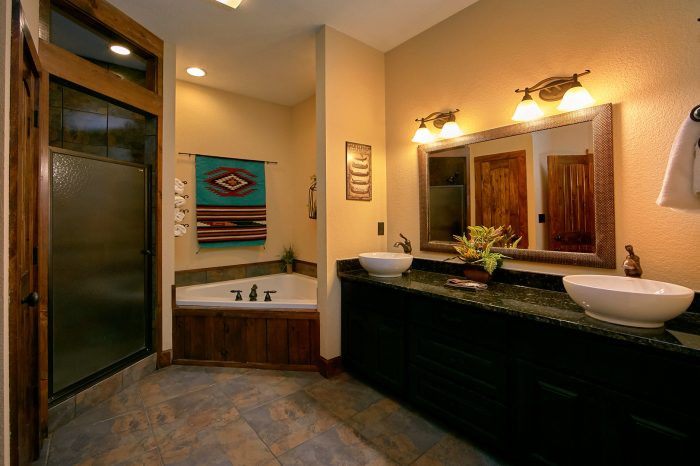 Luxury Bathroom with Jacuzzi Tub in Cabin - Chateau Relaxeau