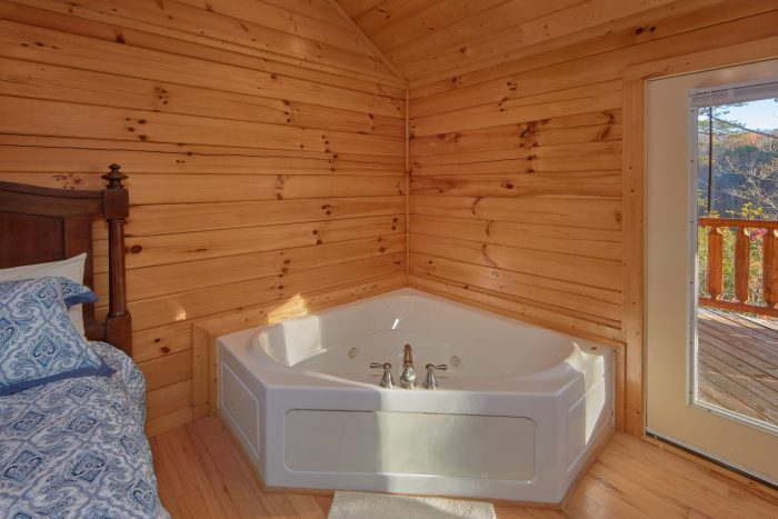 Jacuzzi Tub in Master Bedroom - Cheeky Chipmunk Getaway