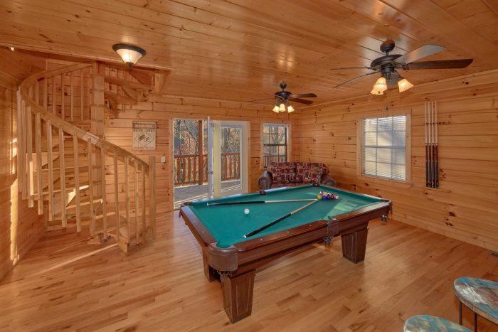 Game Room with pool Table 3 Bedroom Cabin - Cheeky Chipmunk Getaway