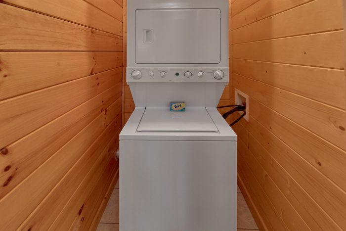 3 Bedroom Cabin with Stack Washer and Dryer - Cheeky Chipmunk Getaway
