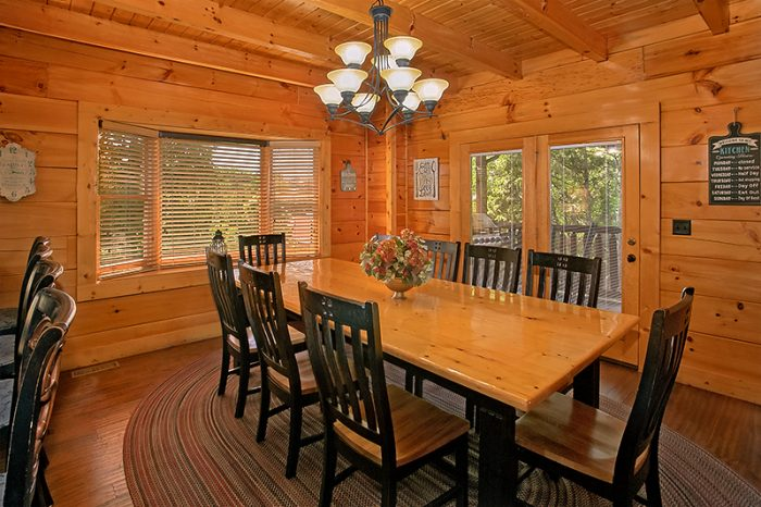 6 Bedroom Cabin with Family Dining Room - C'Mon Inn