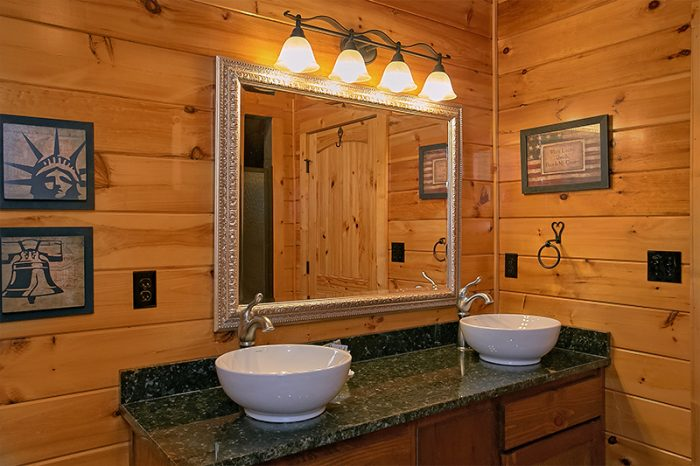 Master Bathroom with Shower and Jacuzzi Tub - C'Mon Inn