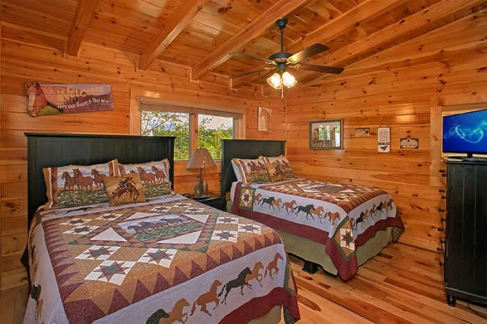 6 Bedroom Cabin with 2 Queen Beds and Bath - C'Mon Inn