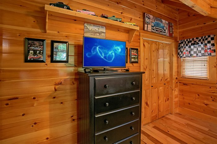 Cabin with 4 King Beds and 5 full Bathrooms - C'Mon Inn
