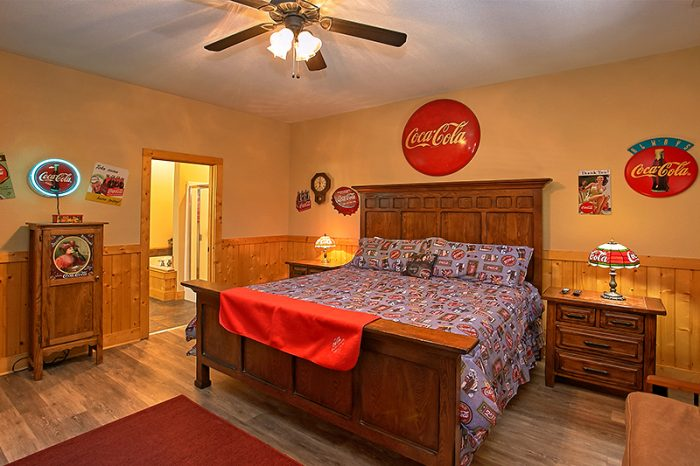 Pigeon Forge Cabin Rental with 4 King Bedrooms - C'Mon Inn