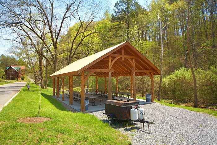 Cabin Resort with Picnic area, Fire Pit and Pool - C'Mon Inn