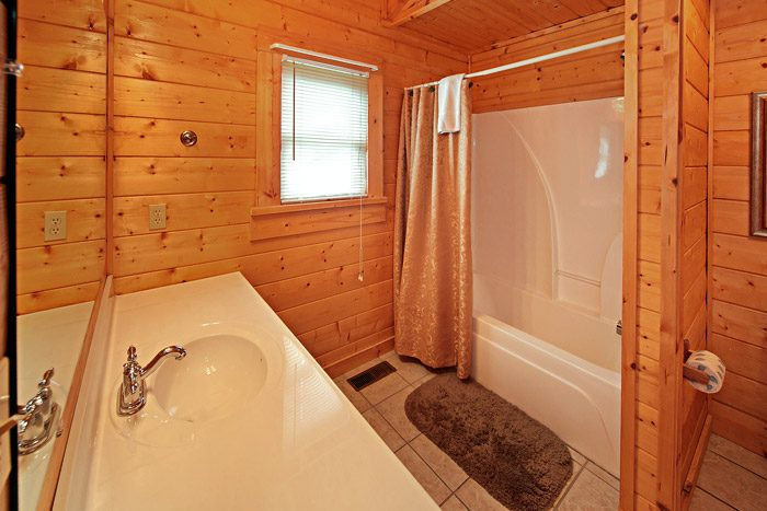 King Bedroom with Shower/Tub Combo - Cool Like Jazz